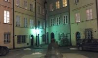 2_Uno_scorcio_notturno_del_suggestivo_centro_storico_di_Varsavia.jpg