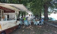 7_Il_Caioncino_posteggiato_vicino_a_un_parco.jpg