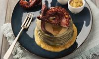 Ofele_Pancakes_salati_al_nero_di_seppia_con_crema_di_ceci_e_polpo_grigliato_web.jpg
